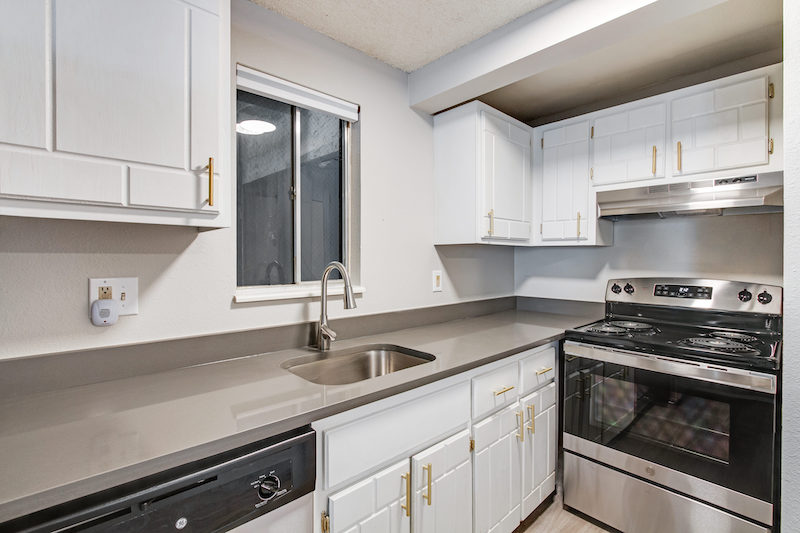 kitchen unit at the Peaks on Drake apartments